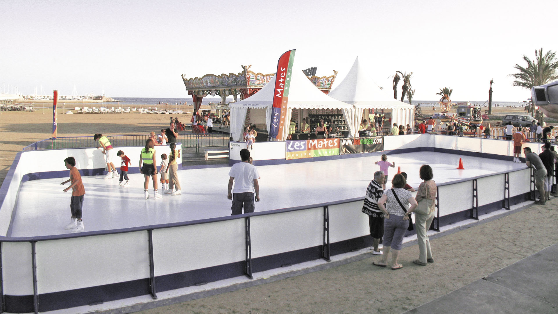 Portable synthetic ice rink